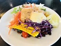 Ζωηρόχρωμη και yummy φυτική σαλάτα στοκ εικόνα με δικαίωμα ελεύθερης χρήσης