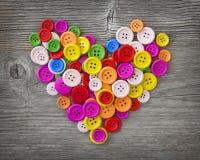 Ζωηρόχρωμη καρδιά κουμπιών Στοκ φωτογραφίες με δικαίωμα ελεύθερης χρήσης