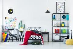 Ζωηρόχρωμη κρεβατοκάμαρα για το παιδί Στοκ εικόνες με δικαίωμα ελεύθερης χρήσης