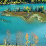 Ζωηρόχρωμη λίμνη Στοκ Εικόνες