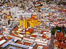 Ζωηρόχρωμη μεξικάνικη πόλη Στοκ Εικόνα