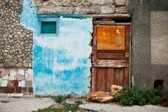 Ζωηρόχρωμη μπροστινή άποψη ενός παλαιού σπιτιού στην πόλη Στοκ εικόνες με δικαίωμα ελεύθερης χρήσης