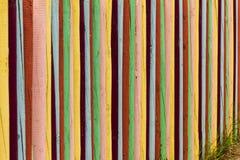 Ζωηρόχρωμη ξύλινη έννοια τμήματος υποβάθρου φρακτών Στοκ Φωτογραφίες