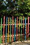 Ζωηρόχρωμη ξύλινη φραγή Στοκ εικόνες με δικαίωμα ελεύθερης χρήσης