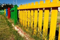 Ζωηρόχρωμη ξύλινη φραγή Στοκ Εικόνες