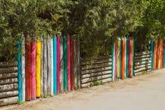 Ζωηρόχρωμη ξύλινη φραγή Στοκ εικόνα με δικαίωμα ελεύθερης χρήσης