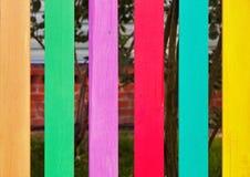 Ζωηρόχρωμη ξύλινη φραγή Στοκ Φωτογραφίες