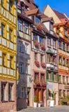 Ζωηρόχρωμη οδός Νυρεμβέργη, Γερμανία - χαρακτηριστικά γερμανικά σπίτια Στοκ Φωτογραφία