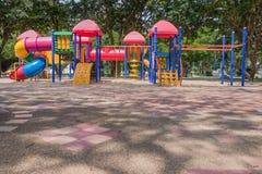 ζωηρόχρωμη παιδική χαρά πάρκ&ome Στοκ φωτογραφία με δικαίωμα ελεύθερης χρήσης