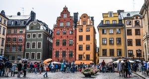 Ζωηρόχρωμη παλαιά πόλη Στοκχόλμη μια βροχερή ημέρα στοκ φωτογραφία με δικαίωμα ελεύθερης χρήσης