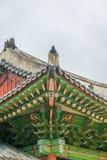 Ζωηρόχρωμη παραδοσιακή κορεατική στέγη ντεκόρ στοκ φωτογραφίες
