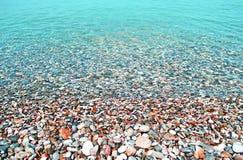 Ζωηρόχρωμη παραλία - τυρκουάζ θάλασσα - θερινό εικονίδιο Ελλάδα Στοκ φωτογραφία με δικαίωμα ελεύθερης χρήσης