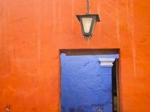 Ζωηρόχρωμη πόρτα στο Περού Στοκ Φωτογραφίες