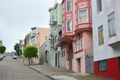 Ζωηρόχρωμη σειρά των σπιτιών στο Σαν Φρανσίσκο Στοκ Φωτογραφία