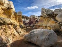 Ζωηρόχρωμη σκηνή στο ερμηνευτικό πάρκο ορυχείων χρωμάτων Στοκ Εικόνες