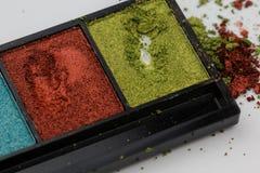 Ζωηρόχρωμη σκιά ματιών με τη σκόνη, smudge και την κηλίδα στο λευκό στοκ φωτογραφία με δικαίωμα ελεύθερης χρήσης