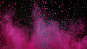 Ζωηρόχρωμη σκόνη που εκρήγνυται στο μαύρο υπόβαθρο έξοχο σε σε αργή κίνηση απόθεμα βίντεο