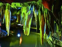 Ζωηρόχρωμη σπηλιά καρστ Στοκ φωτογραφίες με δικαίωμα ελεύθερης χρήσης