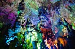 Ζωηρόχρωμη σπηλιά στη χώρα των θαυμάτων Yaolin Στοκ εικόνα με δικαίωμα ελεύθερης χρήσης