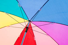 Ζωηρόχρωμη στενή επάνω περίληψη της ομπρέλας ουράνιων τόξων Στοκ Εικόνα