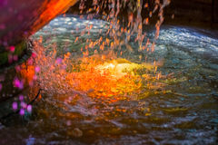 Ζωηρόχρωμη σύσταση νερού από την επιφάνεια φυσητήρων Στοκ Εικόνες