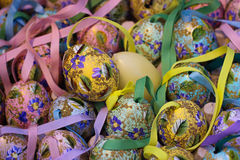 ζωηρόχρωμη τέχνη εποχής εορτασμού διακοσμήσεων διακοσμήσεων διακοπών άνοιξης λουλουδιών eastereggs Στοκ φωτογραφία με δικαίωμα ελεύθερης χρήσης