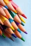 Ζωηρόχρωμη τέχνη που μελετά και διαδικασία ζωγραφικής Σχεδιασμός με τα μολύβια στοκ εικόνες με δικαίωμα ελεύθερης χρήσης