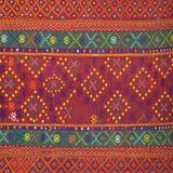Ζωηρόχρωμη ταϊλανδική επιφάνεια κουβερτών ύφους μεταξιού handcraft περουβιανή στενή επάνω περισσότερο αυτό το μοτίβο & περισσότερ Στοκ εικόνες με δικαίωμα ελεύθερης χρήσης