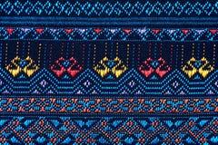 Ζωηρόχρωμη ταϊλανδική επιφάνεια κουβερτών ύφους μεταξιού handcraft περουβιανή στενή επάνω περισσότερο αυτό το μοτίβο & περισσότερ Στοκ φωτογραφίες με δικαίωμα ελεύθερης χρήσης