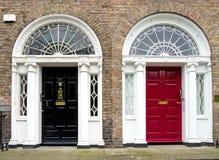Ζωηρόχρωμη της Γεωργίας πόρτα στην πόλη του Δουβλίνου, πλατεία Merrion, Ιρλανδία στοκ εικόνες
