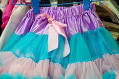 Ζωηρόχρωμη φούστα κοριτσιών Στοκ φωτογραφίες με δικαίωμα ελεύθερης χρήσης