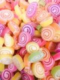 Ζωηρόχρωμη bonbon καραμελών ζελατίνας ομάδα πρόχειρων φαγητών γλυκό για το υπόβαθρο ημέρας βαλεντίνων χρώμα κρητιδογραφιών στο πρ στοκ εικόνα με δικαίωμα ελεύθερης χρήσης
