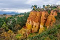 Ζωηρόχρωμοι βράχοι στη Roussillon, Προβηγκία, Γαλλία Στοκ φωτογραφία με δικαίωμα ελεύθερης χρήσης