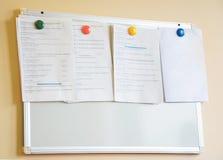 Ζωηρόχρωμοι μαγνήτες που εξασφαλίζουν ποικίλες πληροφορίες Στοκ εικόνες με δικαίωμα ελεύθερης χρήσης