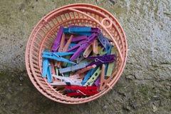 Ζωηρόχρωμοι σφιγκτήρες για την ένωση του πλυντηρίου στο έδαφος Στοκ φωτογραφία με δικαίωμα ελεύθερης χρήσης