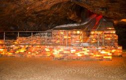 Ζωηρόχρωμος αλατισμένος τουβλότοιχος μέσα στο ορυχείο Khewra στοκ εικόνες