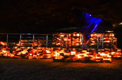 Ζωηρόχρωμος αλατισμένος τουβλότοιχος μέσα στο ορυχείο Khewra στοκ φωτογραφίες με δικαίωμα ελεύθερης χρήσης