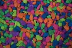 Ζωηρόχρωμος βράχος για τη διακόσμηση δεξαμενών ψαριών στο κατάστημα της Pet Στοκ Φωτογραφίες