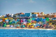 Ζωηρόχρωμος ιδιωτικός πυροσβεστικός σωλήνας το ωκεάνιο μέτωπο στο San Juan, Πουέρτο Ρίκο Στοκ εικόνα με δικαίωμα ελεύθερης χρήσης