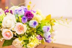 Ζωηρόχρωμος κάδος λουλουδιών υφάσματος Στοκ Φωτογραφία