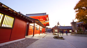 ζωηρόχρωμος ναός δομών της Ιαπωνίας Στοκ Εικόνες