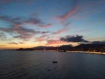 Ζωηρόχρωμος ουρανός seacoast Benidorm, Ισπανία Στοκ φωτογραφία με δικαίωμα ελεύθερης χρήσης