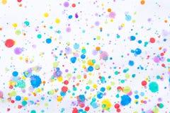 Ζωηρόχρωμος παφλασμός ζωγραφικής υδατοχρώματος Λεκές, θολωμένο σημείο Με το τ στοκ εικόνες