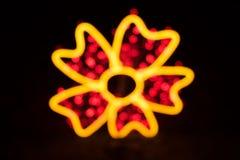 Ζωηρόχρωμος που θολώνεται bokeh του φωτός στη μορφή λουλουδιών που απομονώνεται Στοκ Εικόνα