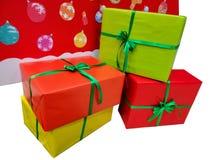Ζωηρόχρωμος σωρός των κιβωτίων δώρων στα Χριστούγεννα και τα νέα φεστιβάλ έτους στοκ φωτογραφίες