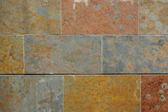 ζωηρόχρωμος τοίχος πετρών Στοκ φωτογραφία με δικαίωμα ελεύθερης χρήσης