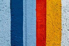 Ζωηρόχρωμος τουβλότοιχος ουράνιων τόξων Στοκ εικόνα με δικαίωμα ελεύθερης χρήσης
