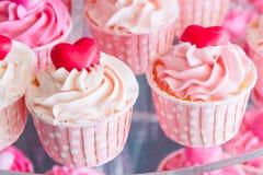 Ζωηρόχρωμος του γλυκού κέικ φλυτζανιών Στοκ Εικόνα
