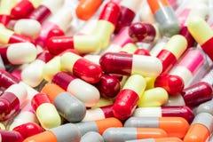 Ζωηρόχρωμος των αντιβιοτικών χαπιών καψών, αντίσταση φαρμάκων Στοκ φωτογραφία με δικαίωμα ελεύθερης χρήσης