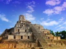 Ζωηρόχρωμος Mayan ναός πυραμίδων Στοκ Εικόνες